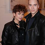NLD/Amsterdam/201112119 - Premiere Spuiten & Slikken, Eva van de Wijdeven en goede vriend Wikkie