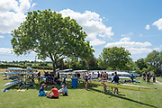 """Henley on Thames, United Kingdom, 21st June 2018, Thursday, Training day before the start of  """"Henley Women's Regatta"""", Thursday,  view, Yale University Women's Squad, relax under a tree, between Training Sessions, Henley Reach, River Thames, England, © Peter SPURRIER/Alamy Live News"""