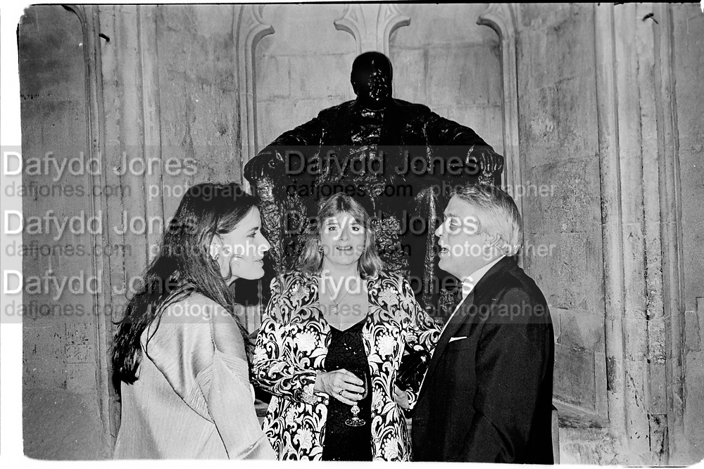 Nigella Lawson, Maureen and  Brian McCarthur,  The Booker  Prize dinner . Guildhall, London. EC2. 29 October 1996.© Copyright Photograph by Dafydd Jones 66 Stockwell Park Rd. London SW9 0DA Tel 020 7733 0108 www.dafjones.com