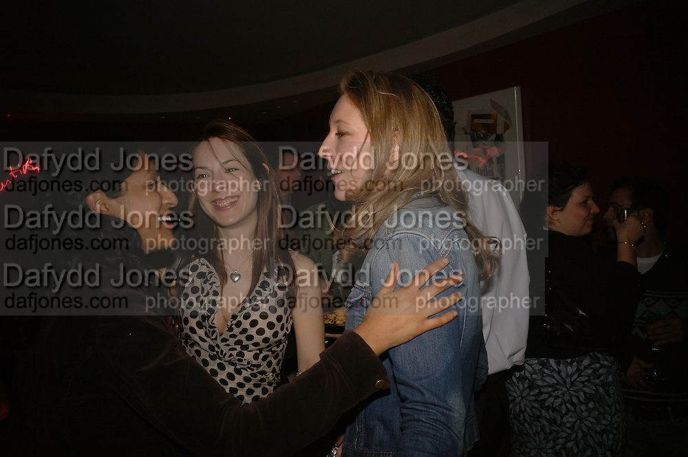 Nabeela Fahri, Emily Strawson and Nina Raine, First night party after the opening of Rabbit by Nina Raine at the Old Red Lion Theatre, Islington. Groucho Club. 18 June 2006. ONE TIME USE ONLY - DO NOT ARCHIVE  © Copyright Photograph by Dafydd Jones 66 Stockwell Park Rd. London SW9 0DA Tel 020 7733 0108 www.dafjones.com