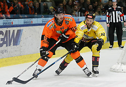 17.01.2020, Merkur Eisstadion, Graz, AUT, EBEL, Moser Medical Graz 99ers vs Vienna Capitals, 41. Runde, im Bild Charles Dodero (Moser Medical Graz 99ers) und Alex Wall (Vienna Capitals) // Charles Dodero (Moser Medical Graz 99ers) and Alex Wall (Vienna Capitals) during the Erste Bank Eishockey League 41th round match between Moser Medical Graz 99ers and Vienna Capitals at the Merkur Eisstadion in Graz, Austria on 2020/01/17. EXPA Pictures © 2020, PhotoCredit: EXPA/ Erwin Scheriau