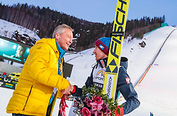 18.03.2018, Vikersundbakken, Vikersund, NOR, FIS Weltcup Ski Sprung, Raw Air, Vikersund, Finale, im Bild FIS Renndirektor Walter Hofer gratuliert Gesamtsieger Kamil Stoch (POL) // FIS Race Director Walter Hofer congrats to Overall Winner Kamil Stoch of Poland during the 4th Stage of the Raw Air Series of FIS Ski Jumping World Cup at the Vikersundbakken in Vikersund, Norway on 2018/03/18. EXPA Pictures © 2018, PhotoCredit: EXPA/ JFK