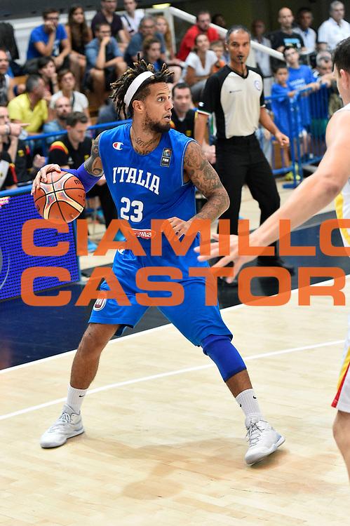 DESCRIZIONE : Trento Nazionale Italia Uomini Trentino Basket Cup Italia Germania Italy Germany <br /> GIOCATORE : Daniel Hackett<br /> CATEGORIA : palleggio<br /> SQUADRA : Italia Italy<br /> EVENTO : Trentino Basket Cup<br /> GARA : Italia Germania Italy Germany<br /> DATA : 01/08/2015<br /> SPORT : Pallacanestro<br /> AUTORE : Agenzia Ciamillo-Castoria/GiulioCiamillo<br /> Galleria : FIP Nazionali 2015<br /> Fotonotizia : Trento Nazionale Italia Uomini Trentino Basket Cup Italia Germania Italy Germany