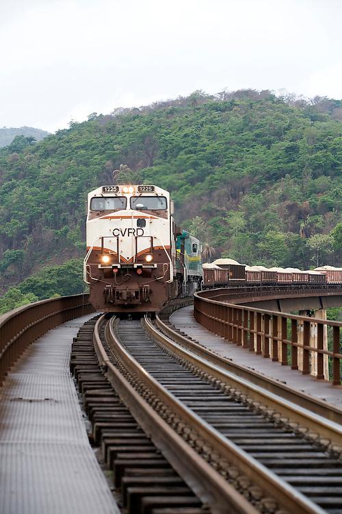 Santa Barbara _ MG, Brasil.. Locomotiva... Locomotive...Foto: LEO DRUMOND / NITRO