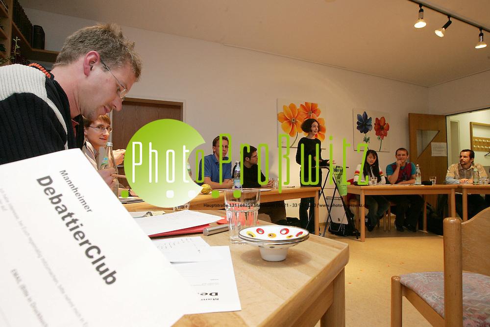 Mannheim. UNI MA. Debattierclub legt ein heisses Wortgefecht ab.<br /> <br /> Bild: Markus Pro&szlig;witz<br /> ++++ Archivbilder und weitere Motive finden Sie auch in unserem OnlineArchiv. www.masterpress.org ++++