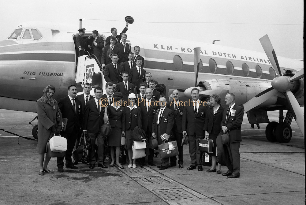 Members of the Irish Olympic team leaves for Amsterdam on the first stage of their journey to Tokyo..04.10.1964.