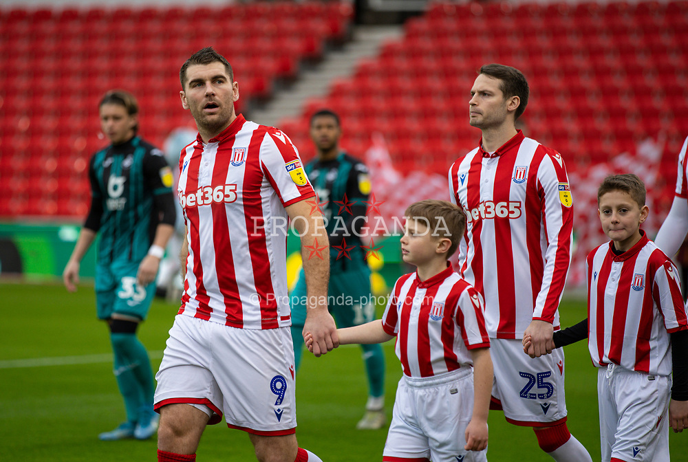 STOKE-ON-TRENT, ENGLAND - Saturday, January 25, 2020: Stoke City's Sam Vokes walks out with a mascot before the Football League Championship match between Stoke City FC and Swansea City FC at the Britannia Stadium. (Pic by David Rawcliffe/Propaganda)