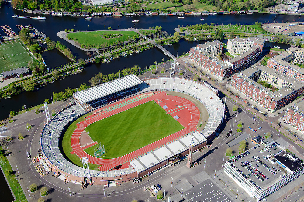 Nederland, Noord-Holland, Amsterdam, 09-04-2014; Stadionbuurt,  Stadionplein met Olympisch Stadion. Water van de Schinkel en IJsbaanpad in achtergrond.<br /> Olympic stadion (build 1926).<br /> luchtfoto (toeslag op standard tarieven);<br /> aerial photo (additional fee required);<br /> copyright foto/photo Siebe Swart