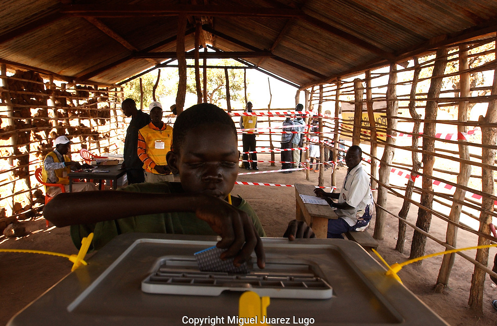 Yamatama Pitia Timon, 19, from the Bari tribe, casts his vote in polling station inSeremoni Centre town.  South Sudan holds a Referendum for self determination. (PHOTO: MIGUEL JUAREZ).
