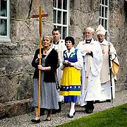 I t&auml;ten Astrid Johansson ordf&ouml;rande i kyrkor&aring;det i Broddarp, l&auml;ngst bak biskop Erik Aurelilus.<br /> FOTO: BOEL FERM