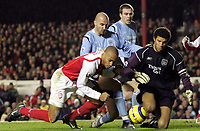 Fotball<br /> Premier League England 2004/2005<br /> Foto: SBI/Digitalsport<br /> NORWAY ONLY<br /> <br /> Arsenal v Manchester City<br /> <br /> 04/01/2005<br /> <br /> Arsenal Thierry Henry clashes with David James and doesnt score