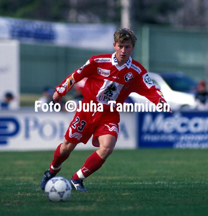 8.5.1997, Hietalahti, Vaasa.<br /> Veikkausliiga 1997.<br /> Vaasan Palloseura - FF Jaro.<br /> Jimmy Wargh - Jaro