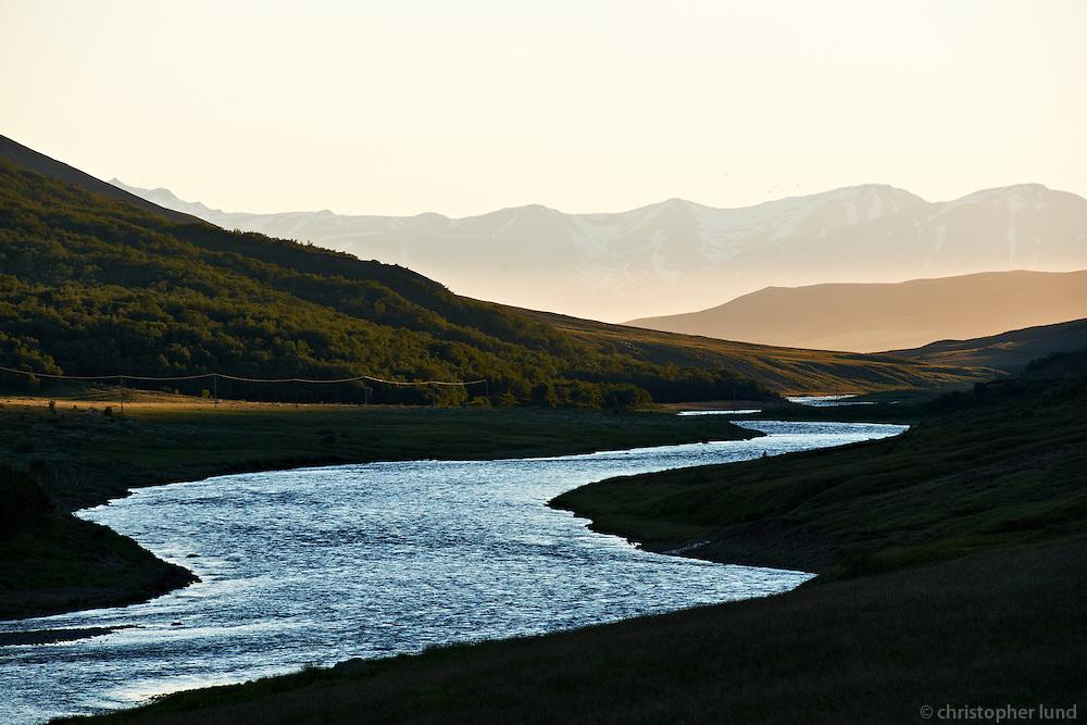 River Fnjóská runs north Fnjóskadalur Valley, through Dalsmynni towards the Fiord Eyjafjörður. It is about 117km long, which makes it the 9th longest river in Iceland. Fnjóská er vatnsmikil dragá sem rennur norður endilangan Fnjóskadal og um Dalsmynni í E
