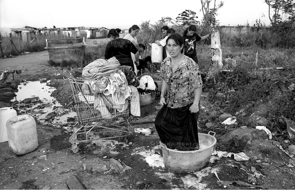 Rome   August 1999.Woman ago the laundry, rom Romanian, in the Rom's camp  Casilino 700.