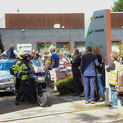 Boels Rental Ladies Tour Bunde-Valkenburg peloton klaar voor vertrek in Bunde bij rondesponsor Dolmans