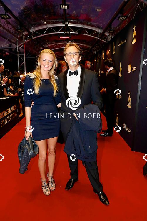UTRECHT - In de Stadsschouwburg van Utrecht zijn de Gouden Kalveren 2013 uitgereikt. Met hier op de foto regisseur André van Duren met zijn dochter Evelyn. FOTO LEVIN DEN BOER - PERSFOTO.NU