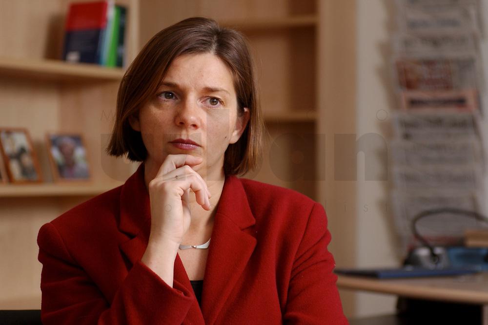 05 NOV 2002, BERLIN/GERMANY:<br /> Katrin Dagmar Goering-Eckardt, B90/Gruene Fraktionsvorsitzende, waehrend einem Interview, in ihrem Buero, Jakob-Kaiser-Haus<br /> IMAGE: 20021105-01-010<br /> KEYWORDS: Katrin Dagmer G&ouml;ring-Eckardt