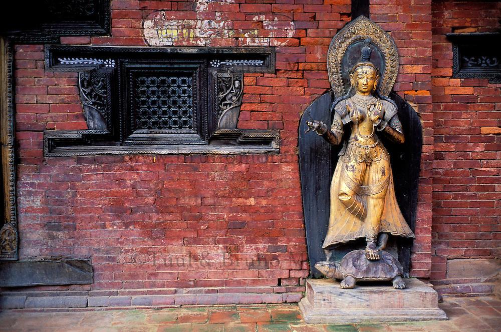 Nepal - Vallée de Kathmandu - Ville de Patan - Statue de Ganga - Darbar Square - Temple de Mul Chowk
