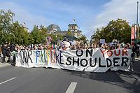 "20 SEP 2019, BERLIN/GERMANY:<br /> Demonstratinnen und Demonstranten mit Transparent ""OUR FUTURE ON YOUR SHOULDERS"", Fridays for Future Demonstration für Massnahmen zur  Begrenzung des Klimawandels, vor dem Reichstagsgebaeude, Scheidemannstrasse <br /> IMAGE: 20190920-01-082<br /> KEYWORDS: Demo, Demonstrant, Protest, Protester, Demonstration, Klima, climate, change, Maedchen, Mädchen, Frauen, Schueler, Schuelerinnen, Schüler, Schülerinnen"