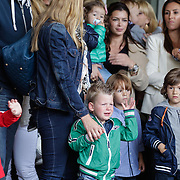 NLD/Amsterdam/20120604 - Vertrek Nederlands Elftal voor EK 2012, zoontje van Stijn Schaars huilt bij vertrek samen met zijn moeder Lonneke Rotmans