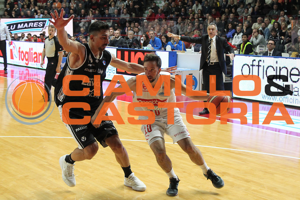 DESCRIZIONE: Varese Lega A 2015/16 <br /> Openjobmetis Varese vs Obiettivo Lavoro Bologna<br /> GIOCATORE: Daniele Cavaliero<br /> CATEGORIA: palleggio<br /> SQUADRA: Openjobmetis Varese<br /> EVENTO: Campionato Lega A 2015-2016<br /> GARA: Openjobmetis Varese Obiettivo Lavoro Bologna<br /> DATA: 22/11/2015<br /> SPORT: Pallacanestro<br /> AUTORE: Agenzia Ciamillo-Castoria/A. Ossola<br /> Galleria: Lega Basket A 2015-2016<br /> Fotonotizia: Varese Lega A 2015-16 <br /> Openjobmetis Varese Obiettivo Lavoro Bologna