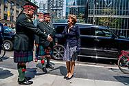 TORONTO - Prinses Margriet en prof. mr. Pieter van Vollenhoven bezoeken het 48th Highlanders of Canada Museum. Leden van dit regiment waren betrokken bij de bevrijding van Apeldoorn in de Tweede Wereldoorlog. Het is de vijfde en laatste dag van het bezoek van het paar aan Canada. ANP ROYAL IMAGES ROBIN UTRECHT