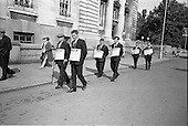1968 - ICMSA pickets outside Government Buildings, Merrion Street, Dublin