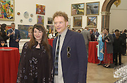 Mick Hucknall and Kate Bush. The Queen's celebration of the Arts. Royal Academy. 16 May 2002. © Copyright Photograph by Dafydd Jones 66 Stockwell Park Rd. London SW9 0DA Tel 020 7733 0108 www.dafjones.com
