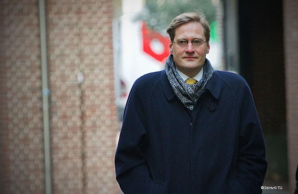 Nederland, Haarlem,22-01-2012 Vonnis in Klimop Vastgoed fraudezaak.  L. op weg naar rechtbank. FOTO: Gerard Til