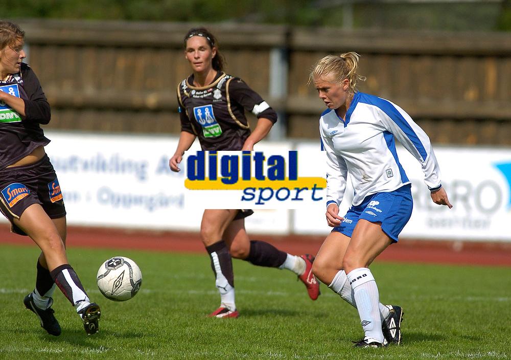 Solveig Gulbrandsen, Kolbotn, Line Holter og Katrine Pedersen, Asker. Toppserien 2007: Kolbotn - Asker 2-0. 30. juni 2007. (Foto: Peter Tubaas/Digitalsport).