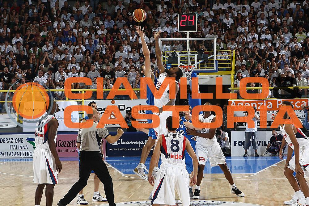 DESCRIZIONE : Cagliari Eurobasket Men 2009 Additional Qualifying Round Italia Francia<br /> GIOCATORE : Andrea Bargnani<br /> SQUADRA : Italy Italia Nazionale Maschile<br /> EVENTO : Eurobasket Men 2009 Additional Qualifying Round <br /> GARA : Italia Francia Italy France<br /> DATA : 05/08/2009 <br /> CATEGORIA : <br /> SPORT : Pallacanestro <br /> AUTORE : Agenzia Ciamillo-Castoria/C.De Massis