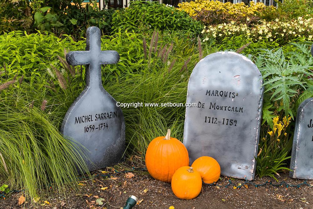 Canada. Quebec. a garden , decorated for haloween in Abraam field   / jardin decore pour Halloween dans la plaine D'abraham. champs de bataille
