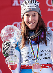 15.03.2018, Aare, SWE, FIS Weltcup Ski Alpin, Finale, Aare, Alpine Kombination, Siegerehrung, im Bild Wendy Holdener (SUI, Weltcup Sieger Alpine Kombination) mit der kleinen Kristallkugel // Alpine combinet world cup winner Wendy Holdener of Switzerland with her crystal globe during the winner Ceremony for the Alpine combinet Worlcup of FIS Ski Alpine World Cup finals in Aare, Sweden on 2018/03/15. EXPA Pictures © 2018, PhotoCredit: EXPA/ Johann Groder