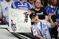 FUSSBALL   1. BUNDESLIGA   SAISON 2011/2012   33. SPIELTAG FC Schalke 04 - Hertha BSC Berlin                         28.04.2012 Schalker Fans bedanken sich bei Raul mit Plakaten