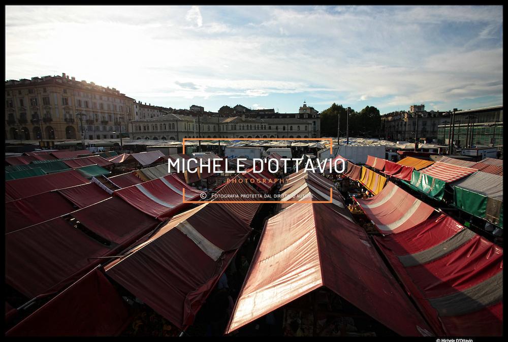 Torino: mercato rionale di Porta Palazzo il più grande mercato all'aperto d'Europa
