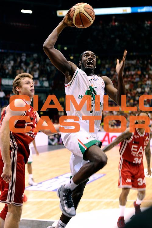DESCRIZIONE : Milano Lega A 2013-14 EA7 Emporio Armani Milano  vs Montepaschi Siena playoff finale gara 2<br /> GIOCATORE : Josh Carter<br /> CATEGORIA : Tiro<br /> SQUADRA : Montepaschi Siena<br /> EVENTO : finale gara 2 playoff<br /> GARA : EA7 Emporio Armani Milano vs Montepaschi Siena gara2<br /> DATA : 17/06/2014<br /> SPORT : Pallacanestro <br /> AUTORE : Agenzia Ciamillo-Castoria/M.Marchi<br /> Galleria : Lega Basket A 2013-2014  <br /> Fotonotizia : Milano Lega A 2013-14 EA7 Emporio Armani Milano vs Montepasci Siena playoff finale gara 2<br /> Predefinita :