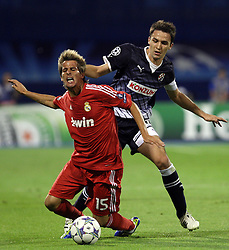 14.09.2011, Stadion Maksimir, Zagreb, CRO, UEFA CL, Dinamo Zagreb vs Real Madrid, im Bild Fabio Coentrao, Ivan Tomecak. EXPA Pictures © 2011, PhotoCredit: EXPA/ nph/ Pixsell +++++ ATTENTION - OUT OF GERMANY/(GER), CROATIA/(CRO), BELGIAN/(BEL) +++++