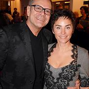 NLD/Tilburg/20061105 - Premiere Oebele, Rob de Nijs en partner Henriette Koetschruiter