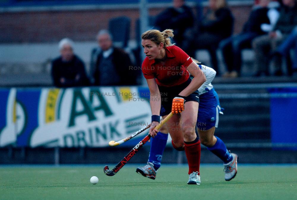 18-04-2007 HOCKEY: KAMPONG - NIJMEGEN: UTRECHT <br /> Kampong speelt met 1-1 gelijk tegen concurrent voor de playoffs Nijmegen / Lotte van den Belt <br /> &copy;2007-WWW.FOTOHOOGENDOORN.NL