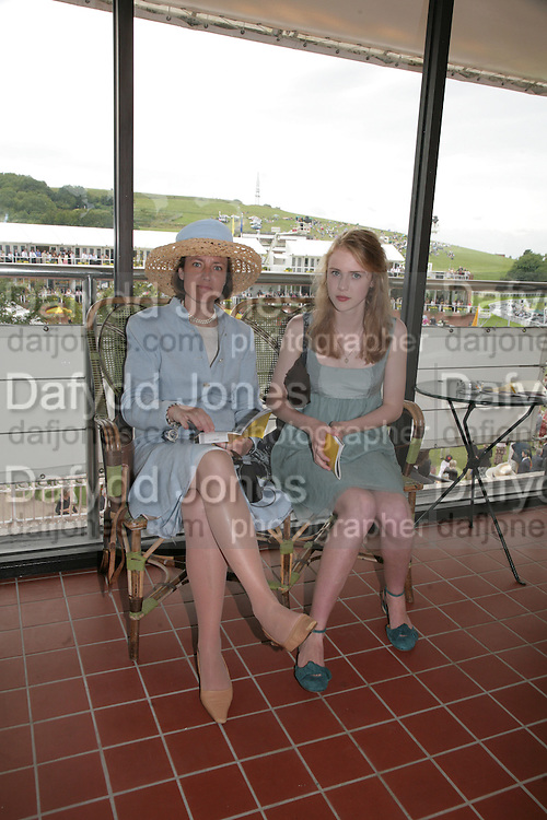 Mrs. Patrick  Gibbs and Clemmie Gibbs, Glorious Goodwood. 2 August 2007.  -DO NOT ARCHIVE-© Copyright Photograph by Dafydd Jones. 248 Clapham Rd. London SW9 0PZ. Tel 0207 820 0771. www.dafjones.com.