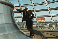 02 SEP 1999, BERLIN/GERMANY:<br /> Rezzo Schlauch, B90/Grüne Fraktionsvorsitzender, in der Glasskuppel des Reichstagsgebäudes<br /> Rezzo Schlauch, Chairman of the Green parliamentary group, into the glass dome of the Reichstag<br /> IMAGE: 19990902-01/04-34