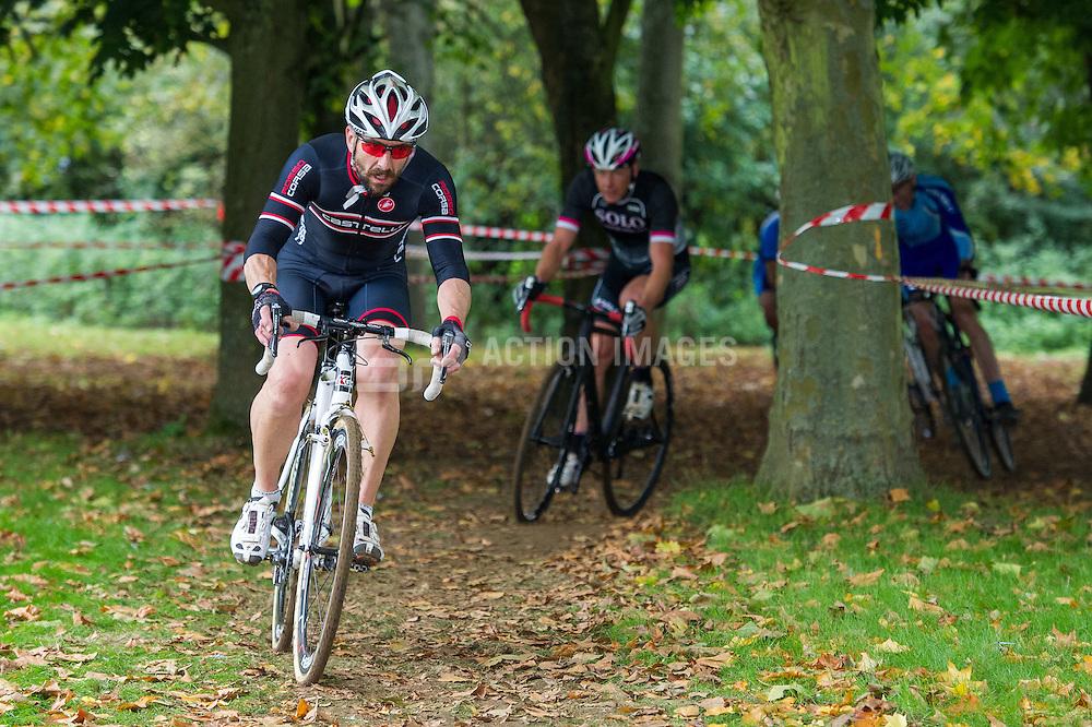 Welwyn Cyclo Cross - Eastern League, Stanborough Park, Welwyn Garden City, UK on 10 October 2015. Photo: Simon Parker
