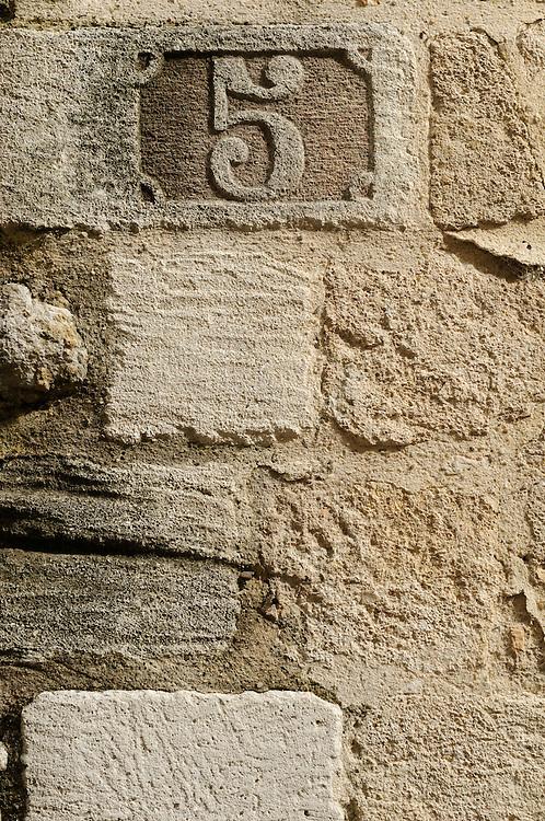 France, Languedoc Roussillon, Gard (30), Uzès, rue Saint Théodorit, N°5