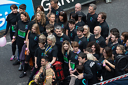 © Licensed to London News Pictures . 19/05/2019. Manchester, UK. Participants including Mayor ANDY BURNHAM and the parents of Saffie Roussos , LISA and ANDREW ROUSSOS , on Portland Street in Manchester City Centre at the start of the Great Manchester Run . Photo credit : Joel Goodman/LNP