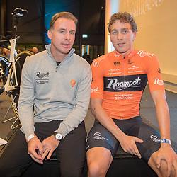 05-01-2018: Wielrennen: Presentatie Team Roompot: Rotterdam<br />Coen Vermeltvoort en ploegleider Erik Breukink