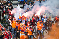 BLOEMENDAAL - HOCKEY - Vuurwerk van de Bloomigans , Bloemendaal supporters,  tijdens de play offs hoofdklasse hockeywedstrijd tussen de mannen van Bloemendaal en Rotterdam (1-4) . Rotterdam door naar de finale. FOTO KOEN SUYK