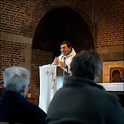 Belgium - Liege April 04, 2007, Priest is celebrating mass at St-Martin Basilica ©Jean-Michel Clajot