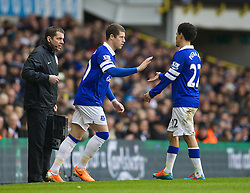 LONDON, ENGLAND - Sunday, February 9, 2014: Everton's Steven Pienaar is replaced by substitute Ross Barkley against Tottenham Hotspur during the Premiership match at White Hart Lane. (Pic by David Rawcliffe/Propaganda)