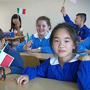 Classe scuola elementare Don Bosco di Bagnolo Piemonte con numerosi bambini nati in Italia da genitori stranieri.