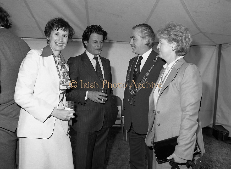 Guests and staff at the US Embassy in Phoenix Park, Dublin, celebrate American Independence Day..1980-07-04.4th July 1980.04/07/1980.07-04-80..Photographed at the US Ambassador's Residence,  Phoenix Park...Mayor of Dublin, Fergus O'Brien and his wife chat with Elizabeth McNelly Shannon in marquee during festivities.